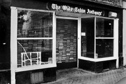 Store. 2001.
